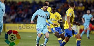Striker Barca Lionel Messi merayakan gol tendangan bebasnya yang indah ke gawang Las Palmas, dalam laga LIga Spanyol, Jumat 2 Maret 2018.