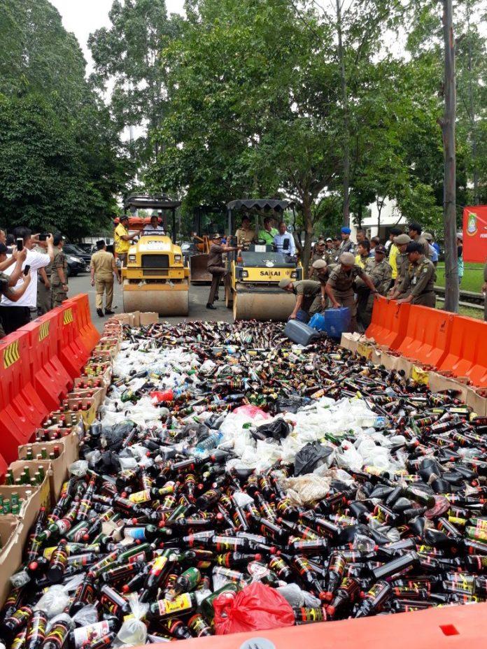 Ribuan miras dihancurkan oemerintah kota tangerang
