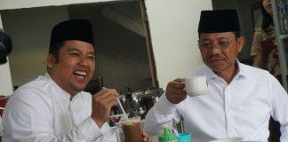 Blusukan Ke Pasar Lama, Arief-Sachrudin Seruput Kopi,/ foto dok: adit.kk