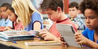 Hindari penggunaan gadget didepan anak