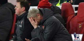 Hasil Arsenal vs Manchester City berakhir tragis untuk tim tuan rumah, tampak Arsene Wenger meratapi kekalahan timnya di kandang sendiri, Stadion Emirates